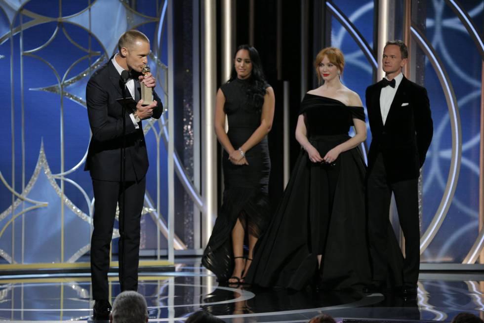 Alexander Skarsgard besa su estatuilla como mejor actor secundario de televisión por 'Big Little Lies'.