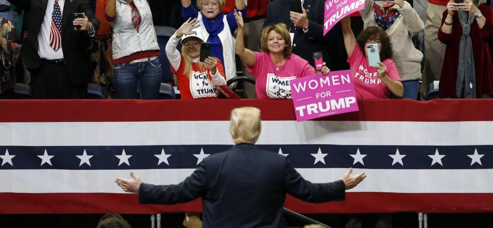 La audiencia aplaude al presidente Donald Trump al llegar a un mitin en Chattanooga (Tennessee) el pasado domingo.