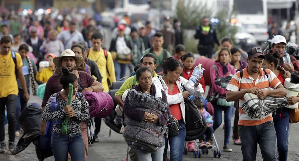 Un grupo de migrantes, a su llegada a Puebla, en México. La caravana ha sido objetos de noticias basura.