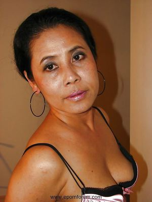 chinese middle aged wife