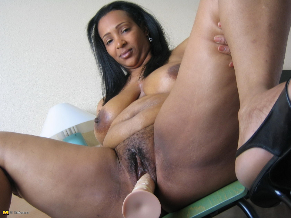 Old ebony mature black granny porn xxx nude pictures