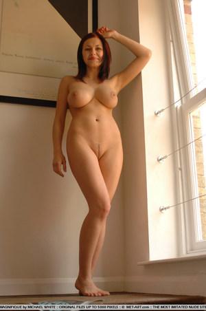 latina booty selfie