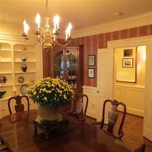 Arrowhead Inn dining room