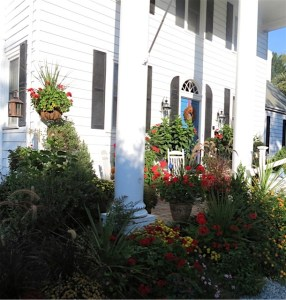 Arrowhead Inn landscaping around the front porch