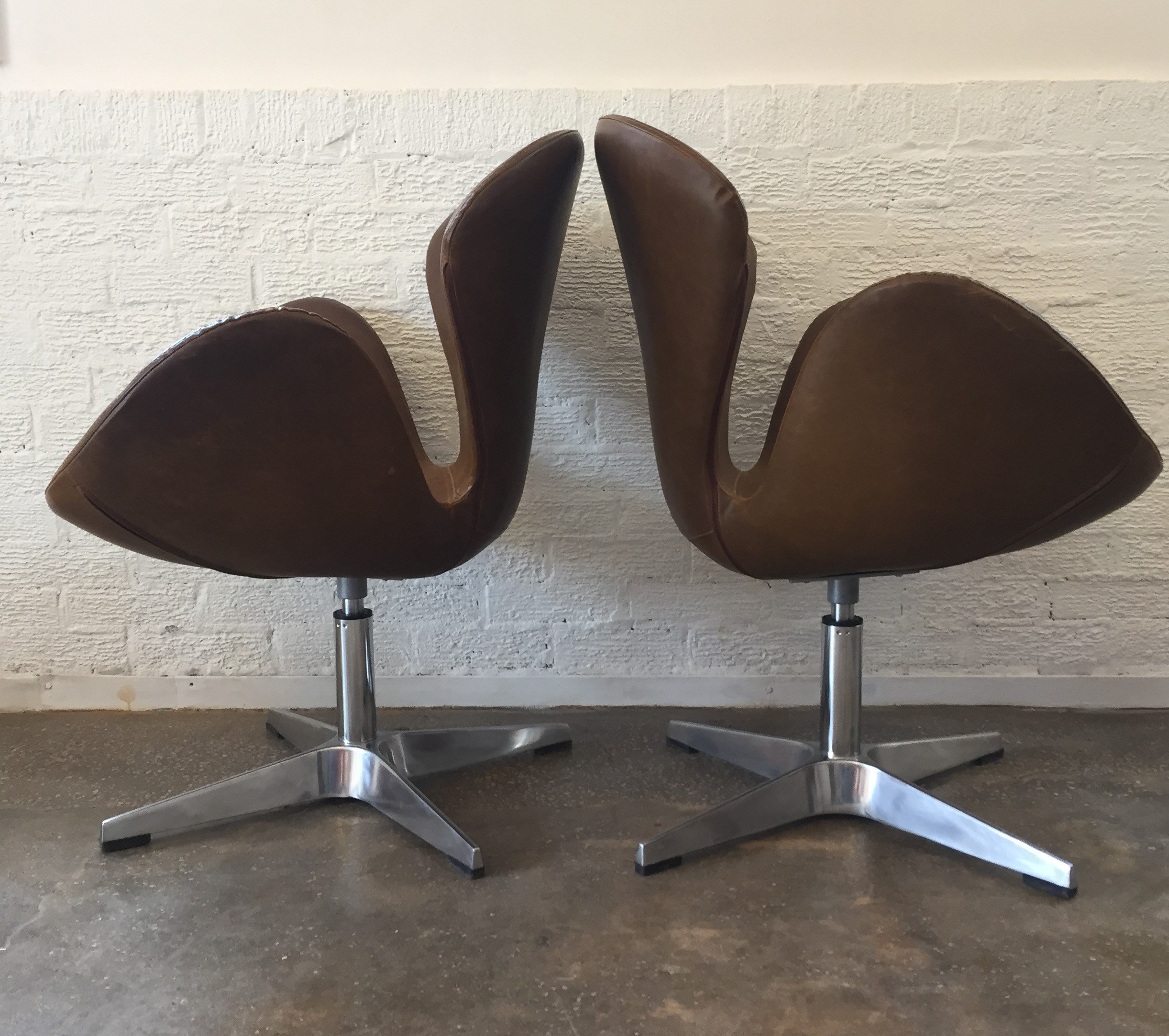 Arne Jacobsen Swan Chair Mid Century Modern Swan Chairs, Brown Vinyl, Arne Jacobsen ...