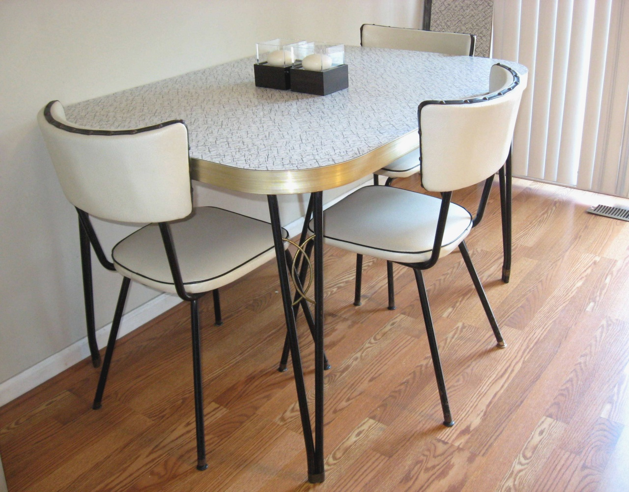 Chrome And Vinyl Kitchen Chairs Lovely Retro Chrome Kitchen Table And Chairs Equalmarriagefl Vinyl From