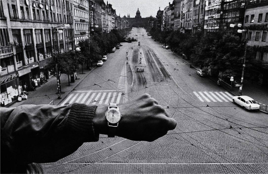 Prague. August 1968. Warsaw Pact troops invade Prague. © Josef Koudelka / Magnum Photos