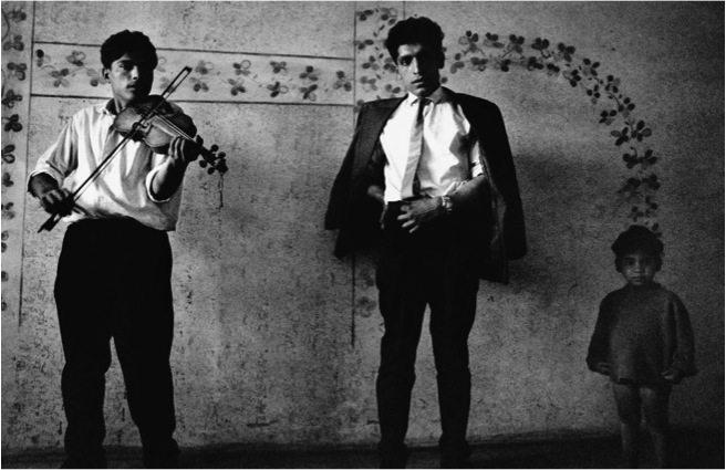 Josef Koudelka / CZECHOSLOVAKIA. Slovakia. Kendice. 1966. Gypsies.