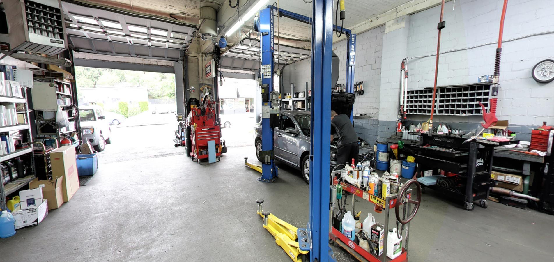 Domestic Garage Car Lift Automotive Repair Shop In Seattle Ase Certified Technicians