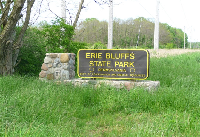 01-erie-bluffs-sign