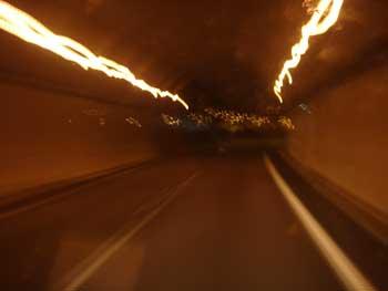 la luz dentro y fuera del tunel