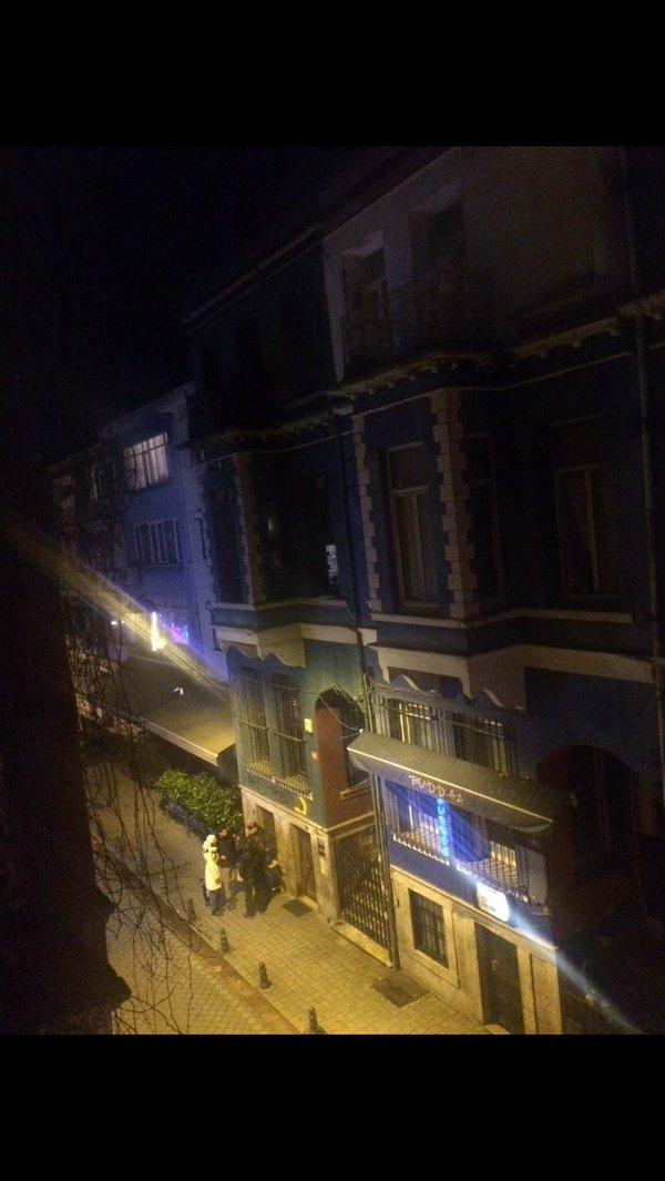 """""""Bu gece Kadıköy Barlar Sokağı .. Teröristin , basiretsizin ortak çalışması .. https://twitter.com/mesut_sure/status/711279482645127168?s=03"""