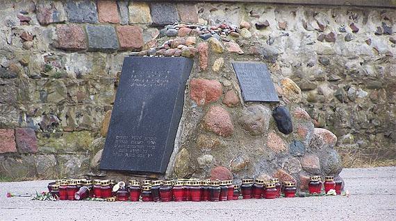 Gedenkstein für die Opfer des Massakers von Palmnicken