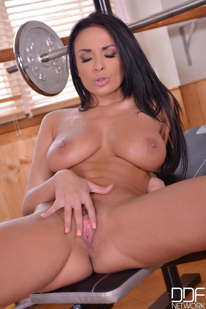 Anissa Kate Masturbates in the Gym