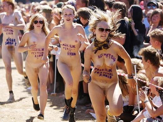 【有名人,素人画像】(※衝撃)裸マラソンとかいうマジキチイベの様子がコチラ →割とガチで走っててワロタwwwwwwwwwwwwwww(画像あり)