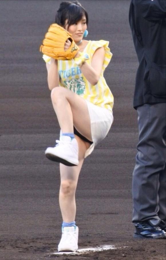 さや姉のモロパン・パンツ丸見え始球式で抜くまくれるわwwwwwwwwwwww(AKB・あいどるえろキャプ写真あり)