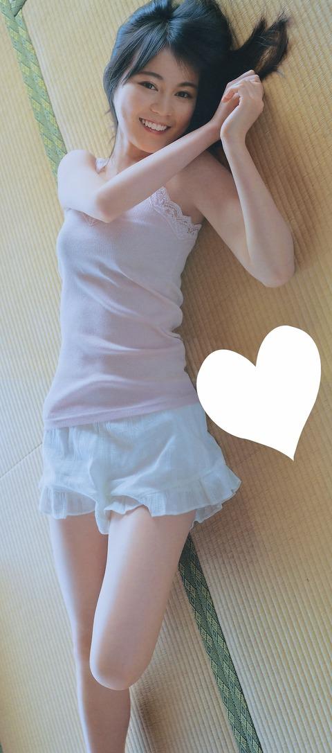 【エロ画像】(悲報)生田絵梨花のグラビアに陰毛が映り込んでるのが発見されるwwwwwwwww