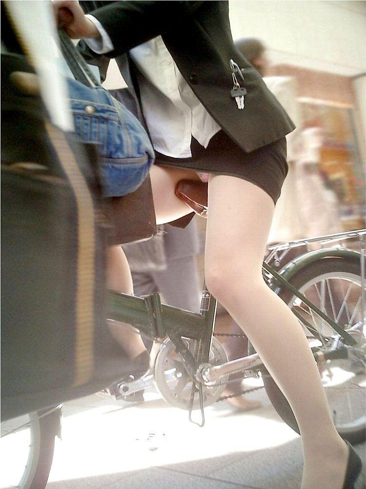 無防備に自転車パンツ丸見えしちゃうシロウトさんがマジ神すぎるわwwwwwwwwww(秘密撮影写真あり)