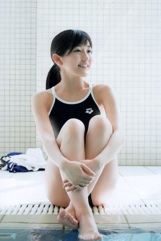 (競泳ミズ着えろ写真)堀北真希・まゆゆ・山本彩…かなり有名どころが競泳ミズ着グラビア収録してたとはwwwwww
