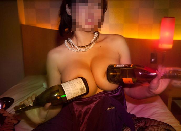 女子会で下ネタ連発で酔っ払ったシロウト小娘が悪ふざけでハメ外しまくりでえろいwwwwwwwwww(写真あり)