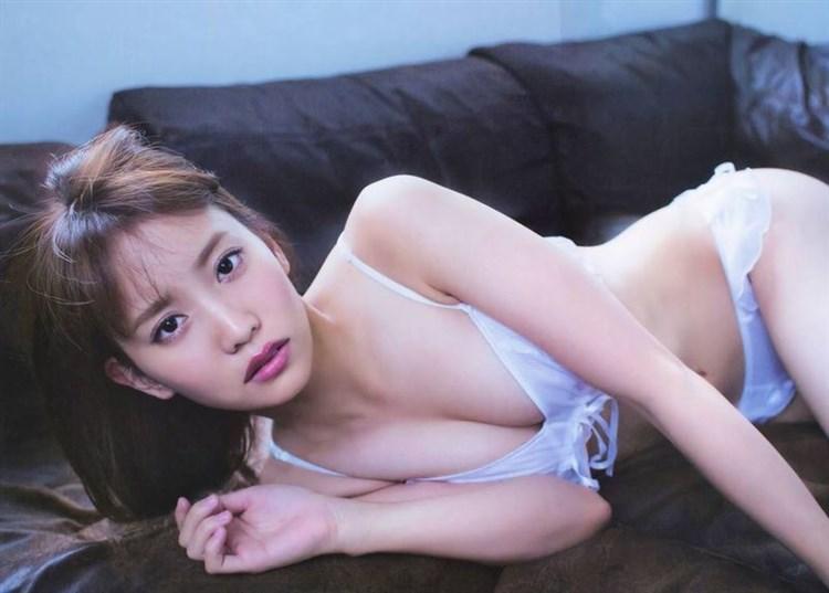 【エロ画像】画像☆AKB永尾まりやの生パンツが食い込んだ尻が悩ましいwwwwwwwwwwww