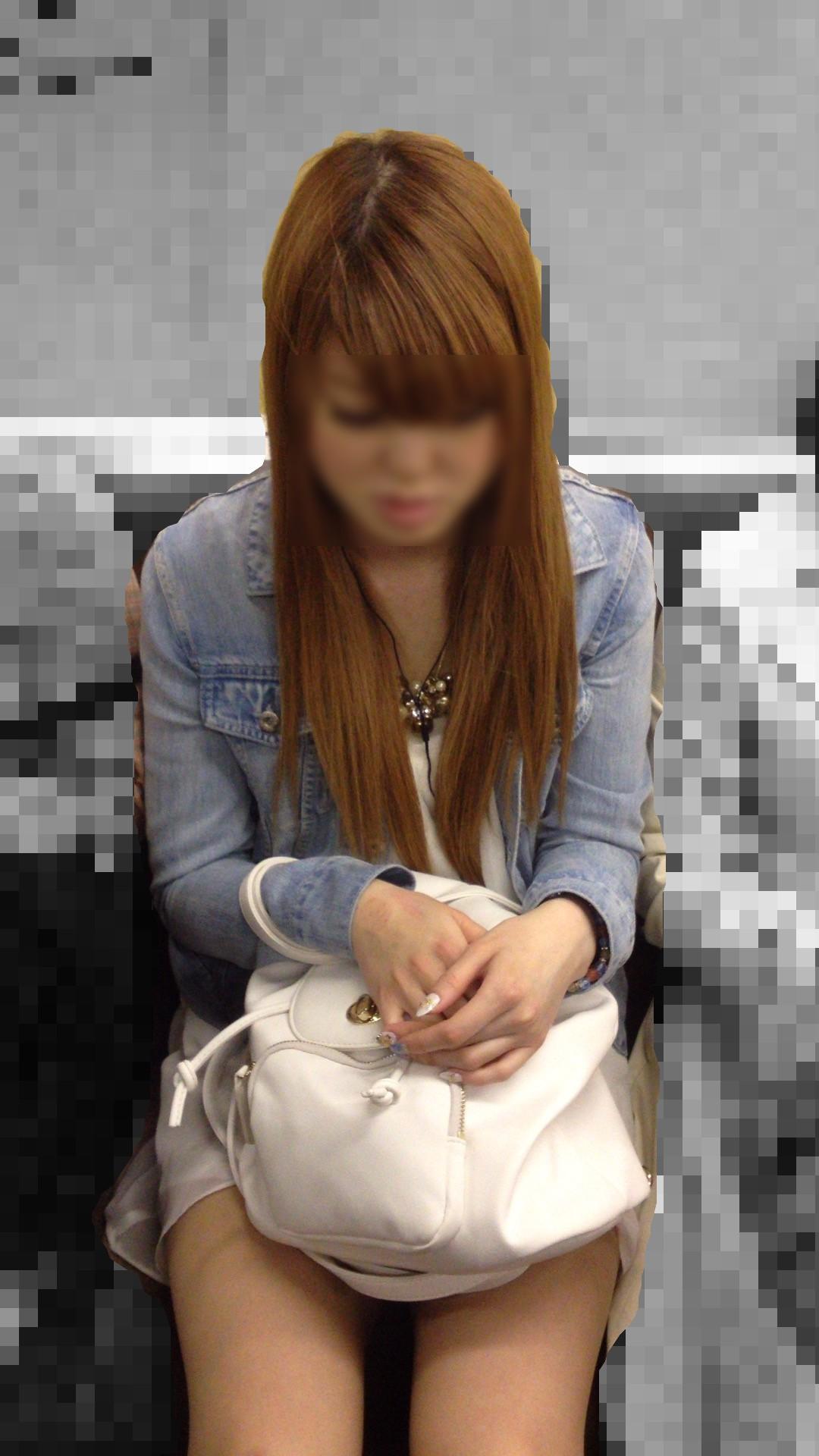 列車内にてミニスカシロウト小娘を発見~☆ワイのスマホ秘密撮影の腕がなるぜwwwwwwwwwwwwww(写真あり)