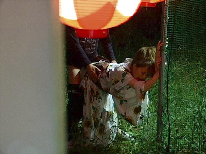 【エロ画像】「もう我慢できねえええ」お祭りそっちのっけで浴衣着衣で外青姦SEX始めちゃうカップルワロタwwwwwwwwwwwwwww(画像あり)