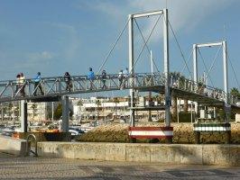 Fußgängerbrücke im Hafen