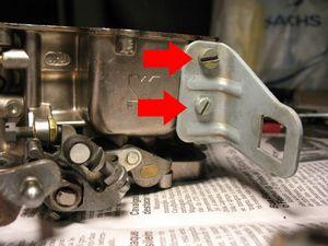 Faça o mesmo com o suporte do cabo do acelerador.