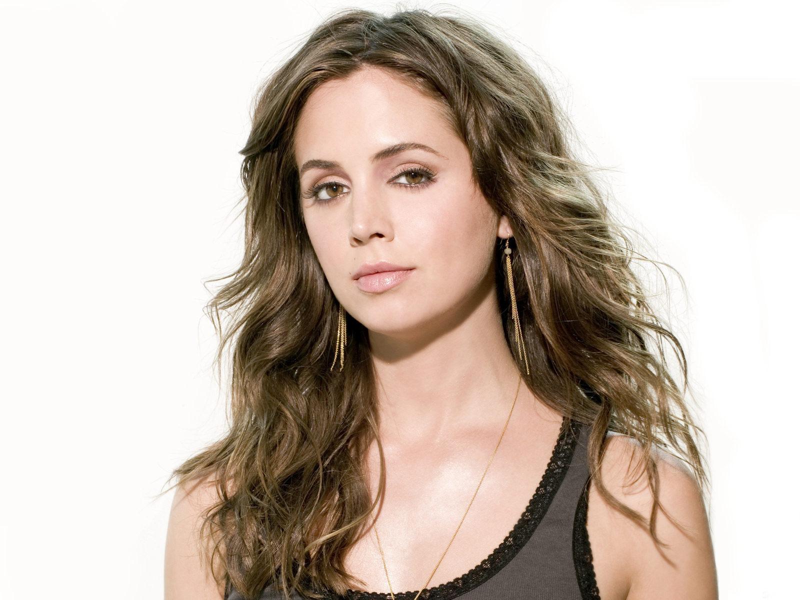 Vampire Diaries Hd Wallpapers 1366x768 Beautiful Eliza Dushku Wallpaper 1600x1200 7045