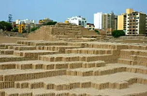 Huaca Pucllana: Ruínas e pirâmides no meio de Lima