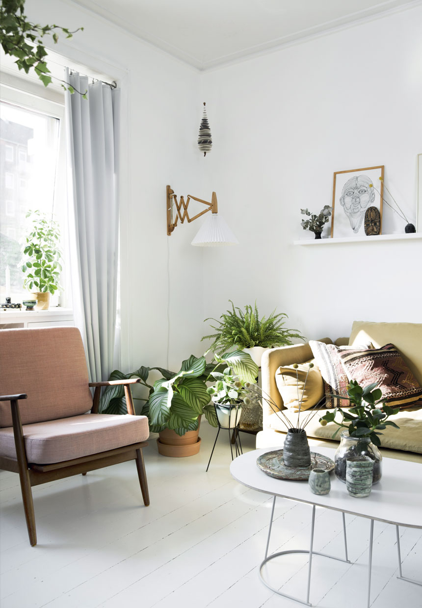 Couchtisch Shop Scandinavian Apartment With A Green Feature Wall