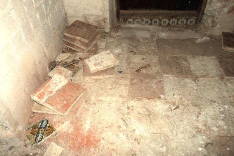 Una de las zonas de donde se arrancaron piezas cerámicas del inmueble. | E. F.