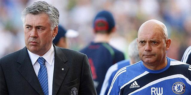 Carlo Ancelotti, a la izquieda, junto al despedido Wilkins. (AFP)