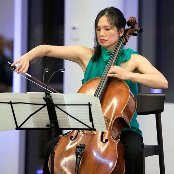 celliste Julia Tom