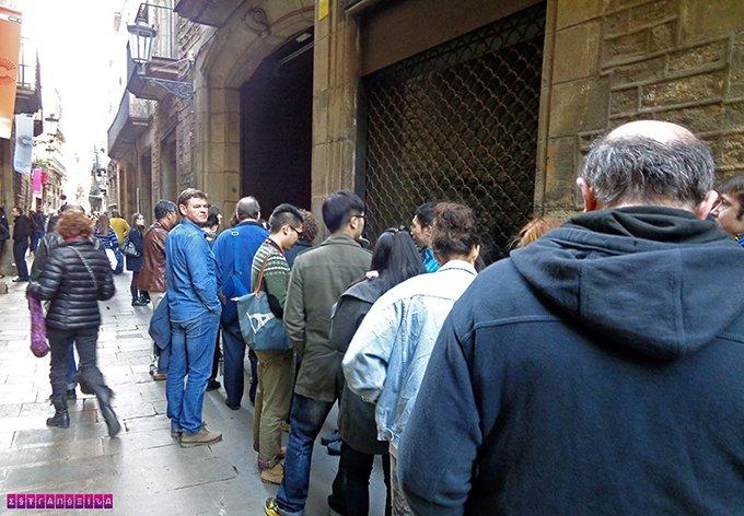 Fila para entrar no Museu Picasso - apesar de assustar, a entrada é razoavelmente rápida. Não desanime.