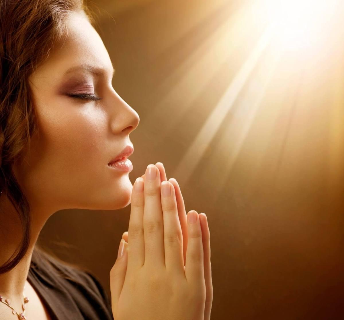 mujer-orando.jpg