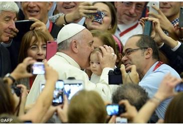 el-sumo-pontifice-con-los-peregrinos.jpg