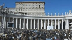 Papa en el balcón del Palacio Apostólico