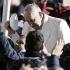 el-sumo-pontifie-saludando-a-los-peregrinos.png