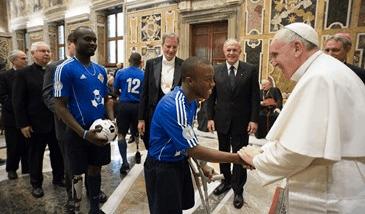 el-santo-padre-recibe-a-jovenes-haitianos.png