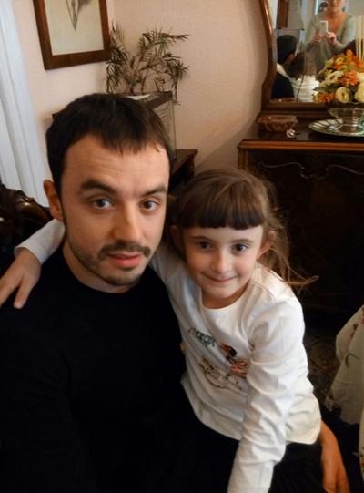 Jara  (8  urte)  eta  Pabel  (34  urte)