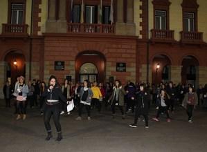 Flashmoba  Untzagan  dantzatuta  ospatu  da  Emakumeen  Nazioarteko  Eguna  gurean