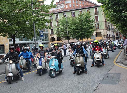 Eibarko  Lambretta  Klubak  antolatutako  topaketak  motorrak  berriz  errepidera  atera  zituen