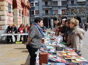 Eibar-Sahara  Elkartekoek  erabilitako  liburuak  euro  batean  salduko  dituzte  asteburuan  Untzagan