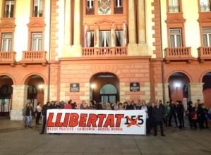 Kartzelaratu  dituzten  Kataluniako  gobernuko  kideak  askatzeko  eskatu  dute  Untzagan