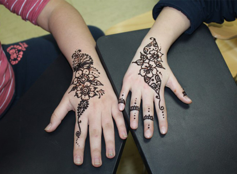 Primeran ibili ziren henna-tailerrean