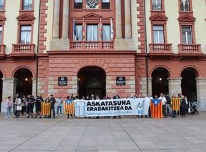 Kataluniari elkartasuna adierazteko kontzentrazioa egin da Untzagan, iazko erreferenduma gogoan