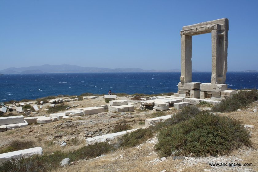 The remains of the foundations, crepidoma and doorway leading from the prodromos to the cella of the 6th century BCE temple of Apollo on Naxos in the Cyclades. The doorway is 6m high and 3.5 m wide. The temple itself, as indicated by its surviving foundations, measured some 59 by 28 metres. Photo © Mark Cartwright.