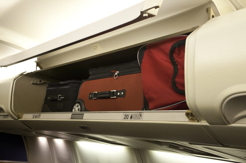 Ryanair Interieur Carry-on Luggage Stowed In An Overhead Compartment
